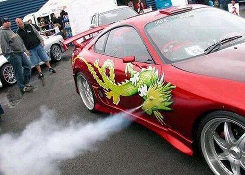 かなりカオスな自動車のカスタム画像の数々!!の画像(2枚目)