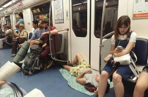 電車や駅で見かけた変った人達の画像(11枚目)