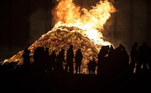 木製パレットをビルのように積む!オランダの焚き火のイベントが凄すぎる!の画像(9枚目)