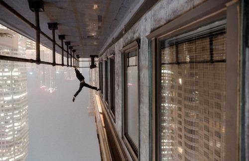 怖すぎる!超高層ビルで撮る自撮り写真!!の画像(15枚目)