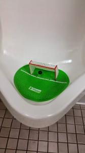 【画像】何だか不安になる無駄にクリエイティブなトイレの数々!!の画像(5枚目)