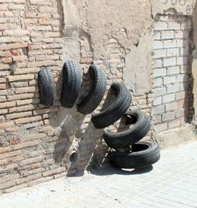 【画像】廃棄タイヤが不思議なアートに変身!の画像(19枚目)