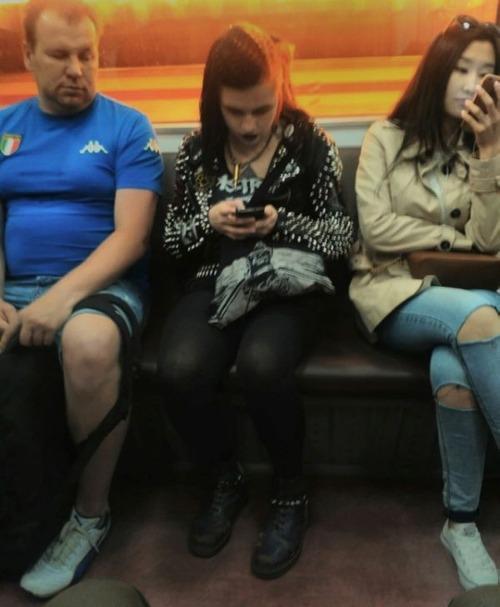 電車や駅で見かけた変った人達の画像(12枚目)