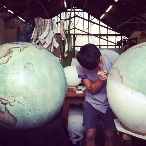 もはや芸術!手作りの地球儀「アトモスフェア」の製作風景が凄い!!の画像(14枚目)