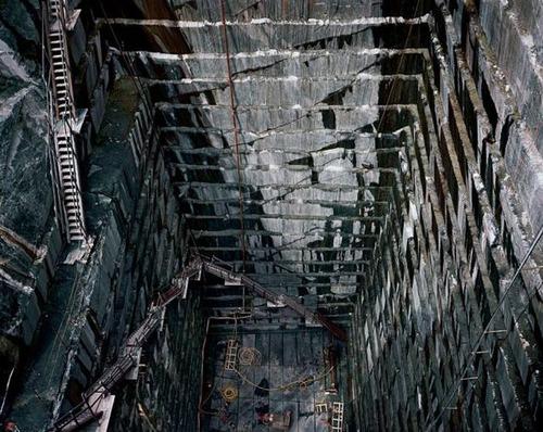 【画像】大理石の採掘場がゲームや物語のダンジョンみたいで凄すぎる!!の画像(9枚目)