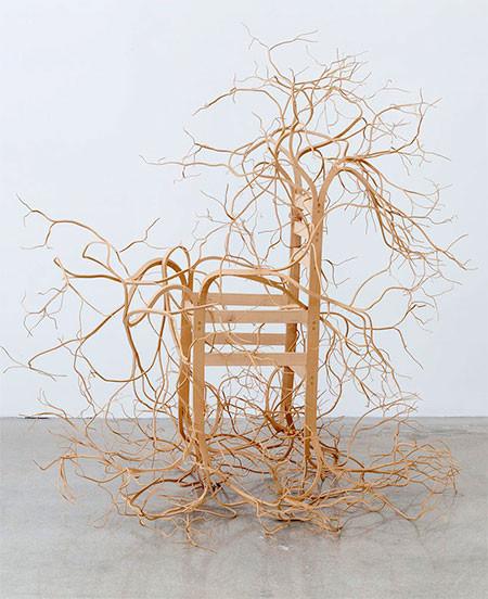 木の枝や根っこのような椅子05