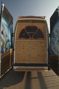 【画像】ワゴン車を木造のキャンピングカーにするカスタムが凄い!の画像(17枚目)
