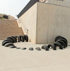 【画像】廃棄タイヤが不思議なアートに変身!の画像(12枚目)