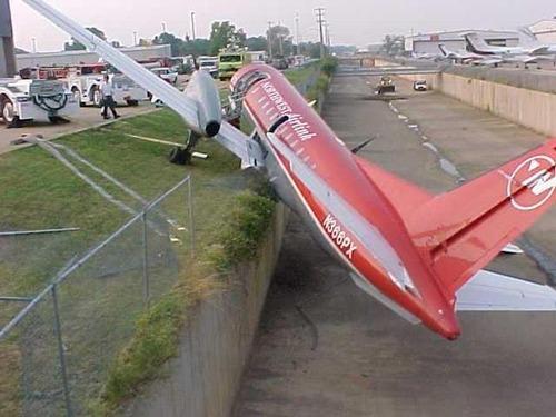 事故=大惨事!笑えるか笑えないか微妙な飛行機事故の画像の数々!!の画像(18枚目)