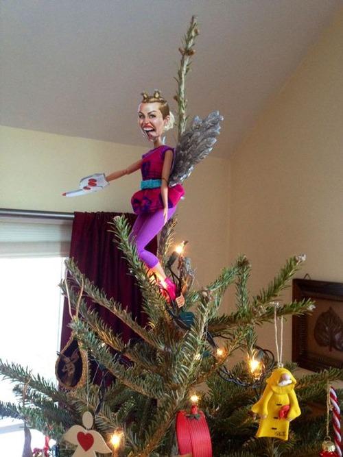 カオスなクリスマスツリーの上の飾りの画像(18枚目)