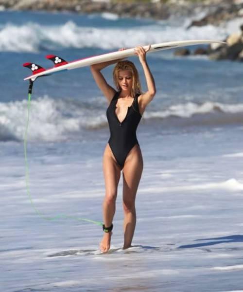 可愛くて魅力的なサーフィンしている女の子の画像の数々!!の画像(14枚目)
