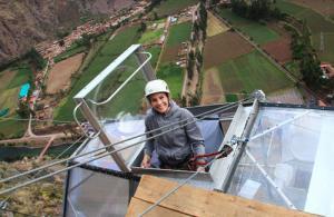 【画像】高さ120mの絶壁に設置された360度見えるホテルが凄いwwの画像(9枚目)