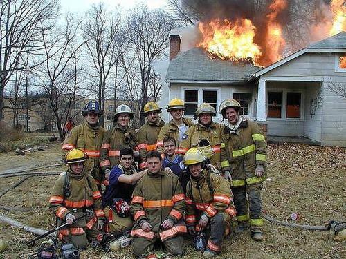 もうお手上げ!火事をバックに記念撮影してる画像の数々!!の画像(11枚目)