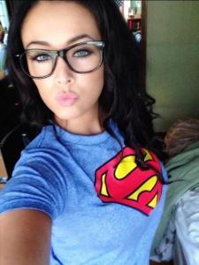 アメコミのヒーローのTシャツを着ている綺麗でセクシーなお姉さんの画像!!の画像(19枚目)