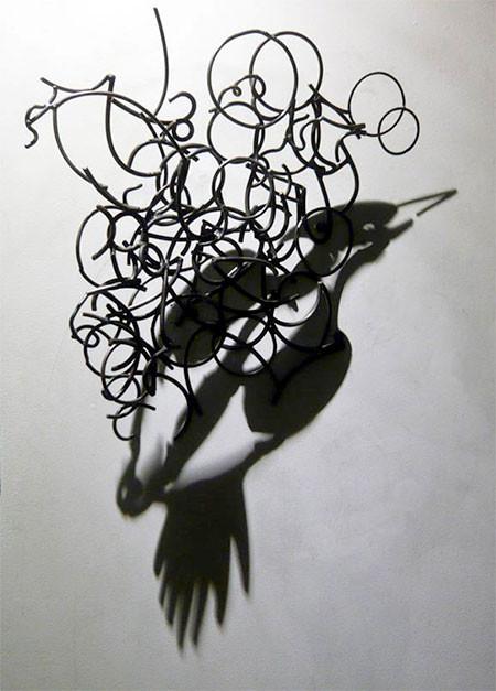 【画像】針金クネクネ!針金の影を使ったアートが凄い!!の画像(11枚目)