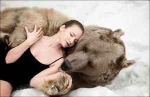恐ロシア!300kgのヒグマとロシア美人のアート写真が凄い!!の画像(8枚目)