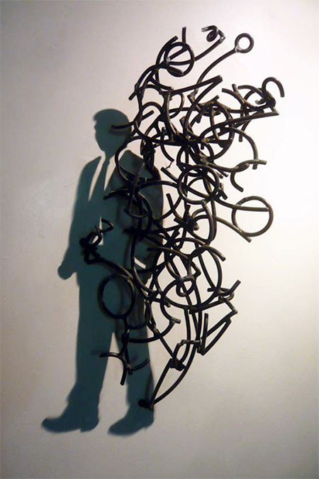 【画像】針金クネクネ!針金の影を使ったアートが凄い!!の画像(2枚目)