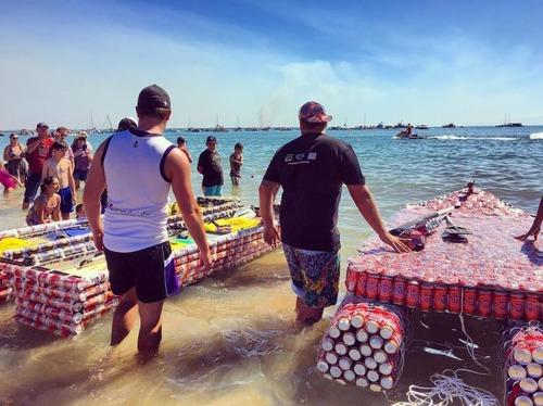 ビールの缶でボートを作って競争の画像(1枚目)