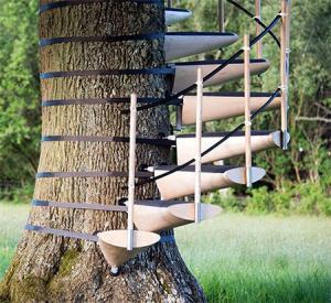 お年寄りでも簡単に木に登れる!木につける階段が面白い!の画像(2枚目)
