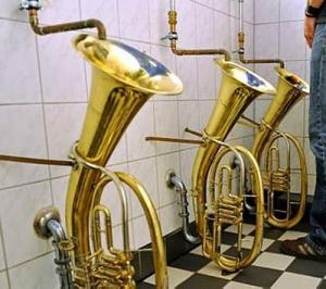 【画像】何だか不安になる無駄にクリエイティブなトイレの数々!!の画像(2枚目)