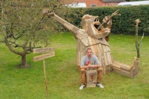 ド迫力!廃棄する材木を使ったアートが凄まじい!!の画像(12枚目)