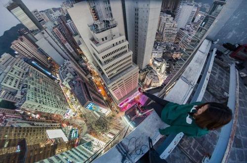 怖すぎる!超高層ビルで撮る自撮り写真!!の画像(5枚目)