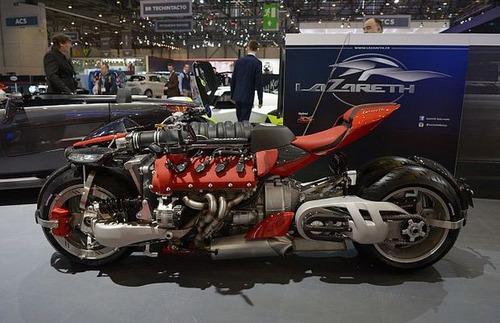 バイク?エンジン?4700ccのエンジン搭載の化け物のようなバイク!!の画像(1枚目)
