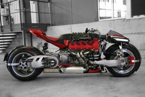 バイク?エンジン?4700ccのエンジン搭載の化け物のようなバイク!!の画像(8枚目)
