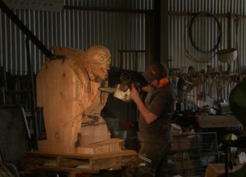 チェーンソーで作った宇宙人の彫刻が凄すぎる!!の画像(5枚目)