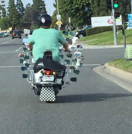 もはや職人技!?自動車やバイクで凄いものを運んでる画像の数々!!の画像(25枚目)