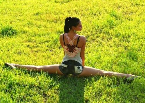 柔軟性&バランス感覚が抜群のキレイなお姉さんの画像の数々!の画像(22枚目)