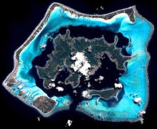 【画像】地上最後の楽園と呼ばれている「ボラボラ島」の絶景!の画像(20枚目)
