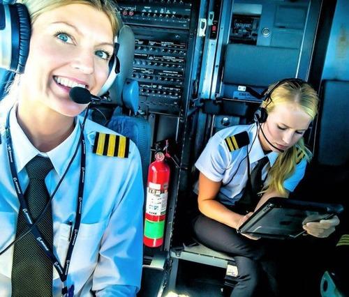 美人金髪のパイロットのお姉さんの画像(4枚目)