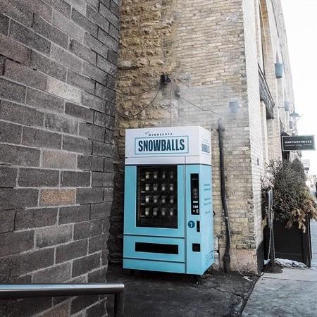 雪玉の自動販売機09