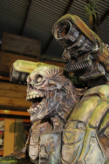 チェーンソーで作った宇宙人の彫刻が凄すぎる!!の画像(15枚目)