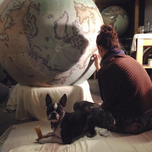 もはや芸術!手作りの地球儀「アトモスフェア」の製作風景が凄い!!の画像(2枚目)
