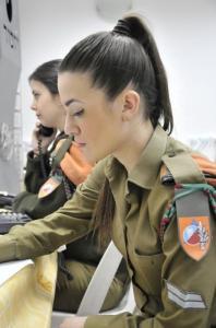 可愛いけどたくましい!イスラエルの女性兵士の画像の数々!!の画像(11枚目)