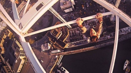 怖すぎる!超高層ビルで撮る自撮り写真!!の画像(7枚目)