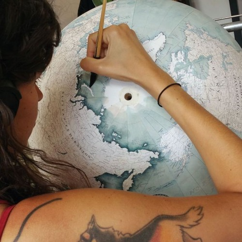 もはや芸術!手作りの地球儀「アトモスフェア」の製作風景が凄い!!の画像(10枚目)