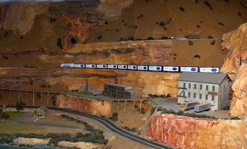 電車は小さいのに世界一大きな電車のジオラマが凄い!!の画像(6枚目)