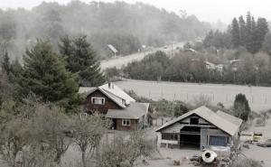 チリのカルブコ火山の噴火で街に積もった火山灰が酷い…の画像(9枚目)