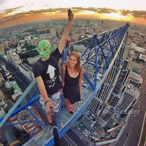 とりあえず高い所に来たので記念撮影をした写真が高すぎて本当に怖いwwの画像(7枚目)