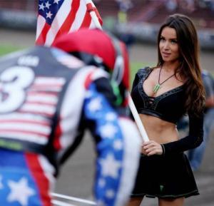 スタイル抜群!モータースポーツのコンパニオンさんの画像の数々!!の画像(12枚目)