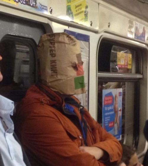 電車や駅で見かけた変った人達の画像(25枚目)