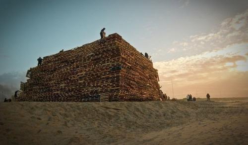 木製パレットをビルのように積む!オランダの焚き火のイベントが凄すぎる!の画像(2枚目)
