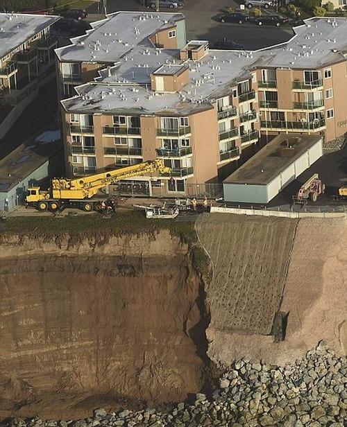 【画像】海沿いの崖が崩れて崩落中のカリフォルニアの町が怖すぎる!!の画像(9枚目)