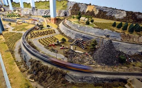電車は小さいのに世界一大きな電車のジオラマが凄い!!の画像(11枚目)
