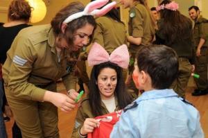 可愛いけどたくましい!イスラエルの女性兵士の画像の数々!!の画像(12枚目)