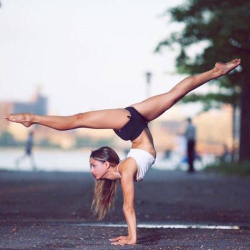 柔軟性&バランス感覚が抜群のキレイなお姉さんの画像の数々!の画像(30枚目)