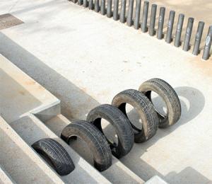 【画像】廃棄タイヤが不思議なアートに変身!の画像(10枚目)